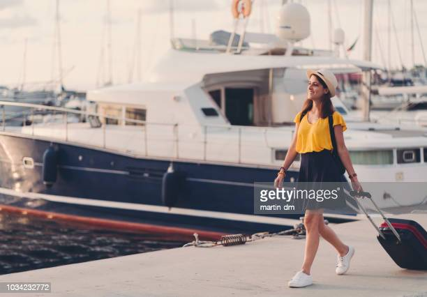 tourist woman on the marina ready for cruise - molo foto e immagini stock