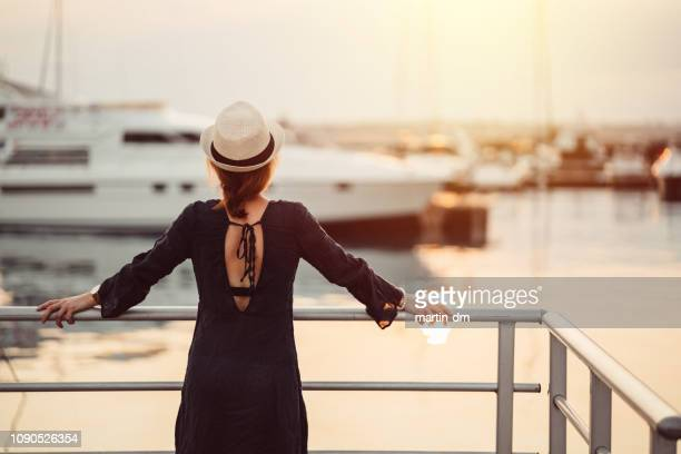 tourist woman ready for cruise - yacht foto e immagini stock