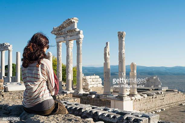 tourist woman sitting near the acropolis of pergamom, bergama, izmir province, aegean turkey - tempel stock-fotos und bilder