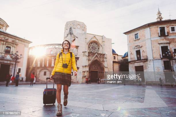 tourist woman visiting valencia,plaza de la virgen - valencia fotografías e imágenes de stock
