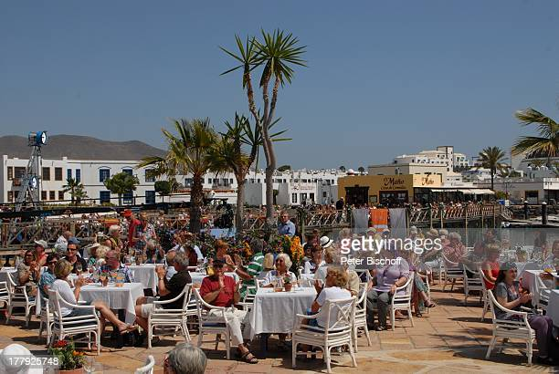 """Touristen, ZDF-Show """"Die Frühlingsshow"""" , Yachthafen Marina Rubic—n, """"Lanis Grill"""", Playa Blanca, Insel Lanzarote, Kanariche Insel, Kanaren, Spanien,..."""