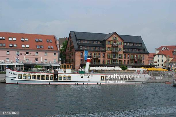 TouristenDampfer Europa BackbordSeitenansicht Stadthafen Waren Mecklenburgische Seenplatte MecklenburgVorpommern Deutschland Europa Binnenmüritz...
