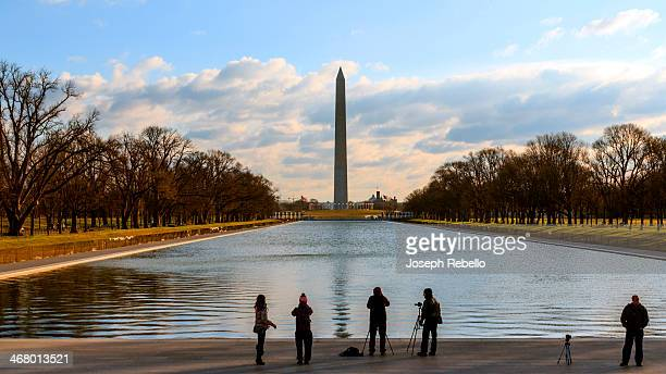 CONTENT] Tourists and photographers set up for a pretty sunrise at the Washington Monument