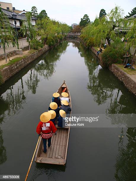 CONTENT] Tourists are cruising with the riverboat at Kurashiki Bikan Historical Quarter