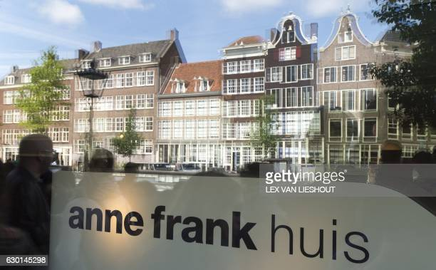 Tourists are reflected in the window of the Anne Frank house in Amsterdam on June 15 2015 / AFP / ANP / Lex van Lieshout / Netherlands OUT