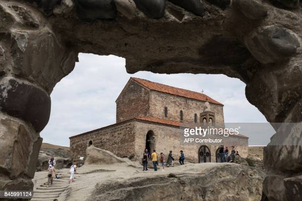 Tourists are visiting Uplistsikhe cave complex one of the oldest urban settlements in Georgia on August 17 2017 / AFP PHOTO / JOEL SAGET