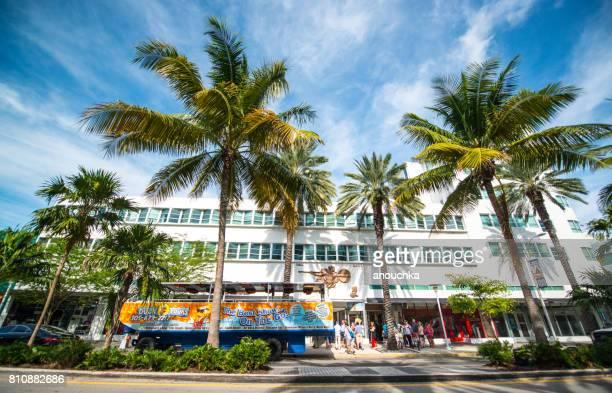 Touristen warten auf Boarding auf Duck Tours Bus parkte auf Lincoln Road Mall, Miami Beach
