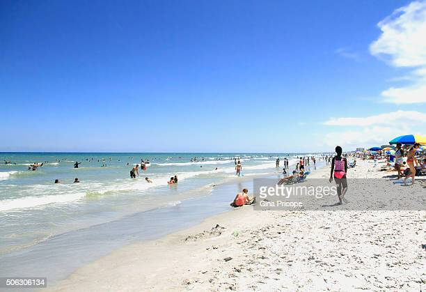 tourists at cocoa beach, florida. - cocoa beach stock pictures, royalty-free photos & images