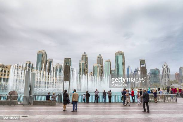 tourists at dancing fountains show of dubai - pjphoto69 stock pictures, royalty-free photos & images