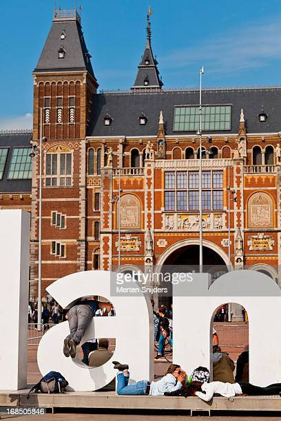 tourists at iamsterdam sign - merten snijders stock pictures, royalty-free photos & images