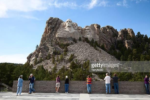 tourists at mount rushmore visitor center - terryfic3d stockfoto's en -beelden
