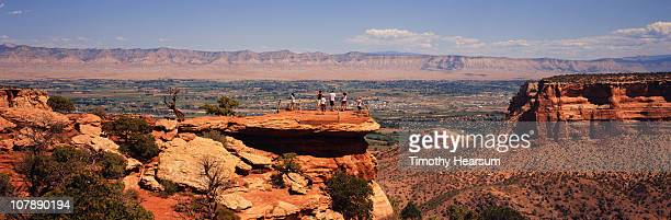 tourists at overlook; city and mountains beyond - timothy hearsum imagens e fotografias de stock