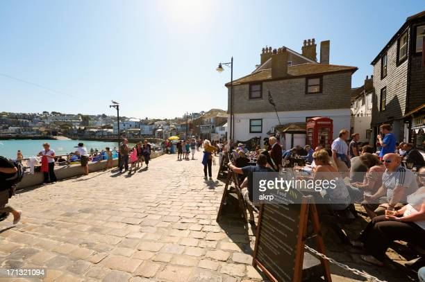 tourists at st. ives, cornwall, uk - st. ives cornwall stock pictures, royalty-free photos & images