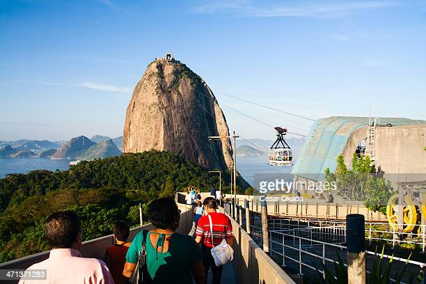 turistas no pão de açúcar - pão de açúcar - fotografias e filmes do acervo