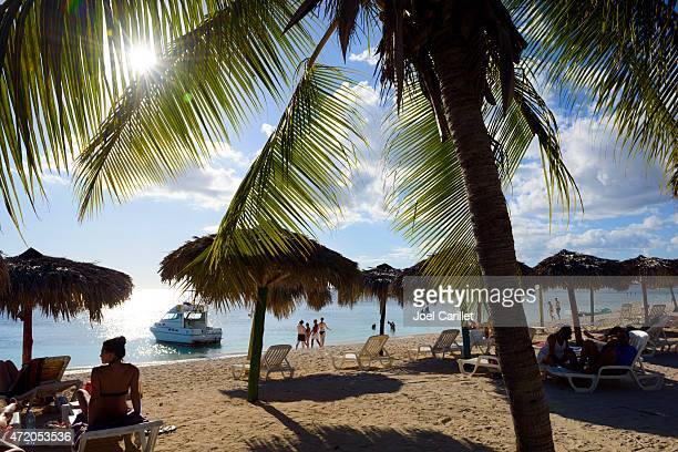 Touristen am Strand in Playa Ancon, Trinidad und Cuba