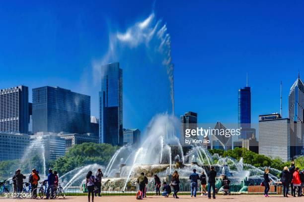 tourists at the fountain - ken ilio stock pictures, royalty-free photos & images