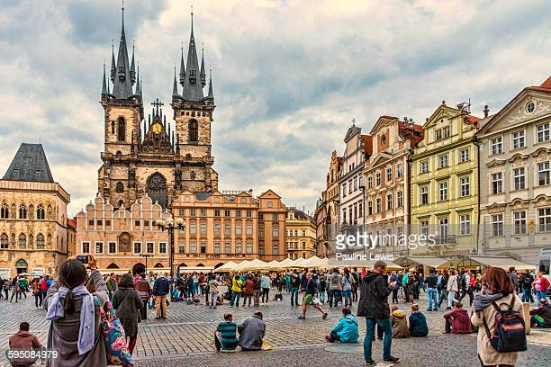 tourists at the old town square, prague - prag stock-fotos und bilder