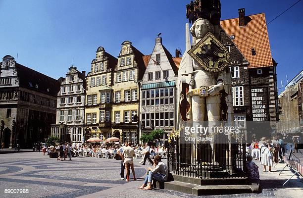 Tourists by Roland Statue, Bremen, Germany