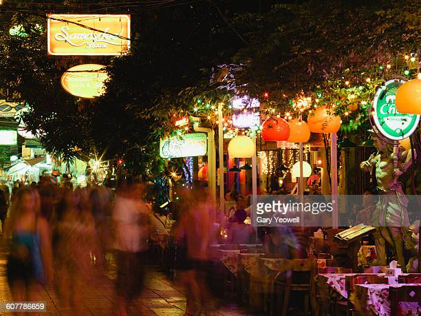 Tourists dining by restaurants along Khao San Rd