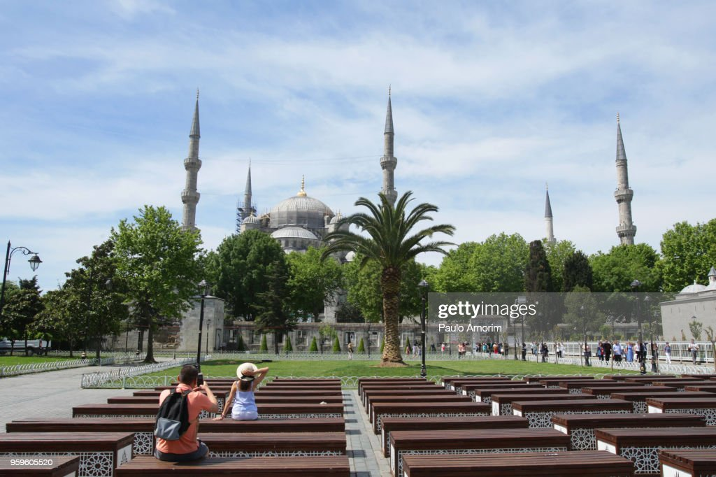 Tourists Enjoying Near the Blue Mosque in Istanbul,Turkey : Stock-Foto