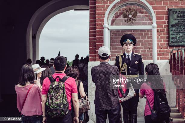 tourists from asia next to honor guard at moscow kremlin - eastern european descent stock pictures, royalty-free photos & images