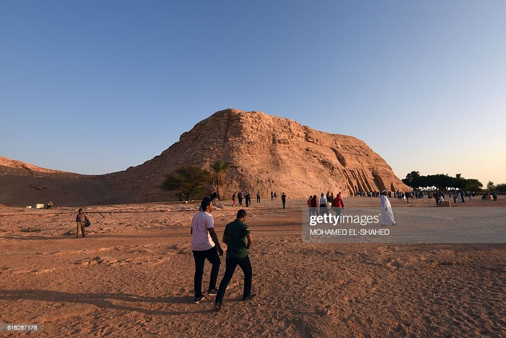 Tourists gather near the temple of Abu Simbel, south of Aswan in upper Egypt, to witness the sun illuminate the inner sanctuary on October 22, 2016. / AFP / MOHAMED