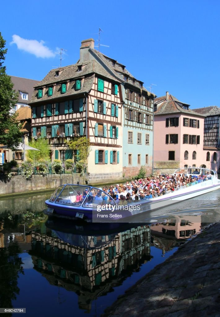 Tourists in a boat tour enjoying Strasbourg, France : Stockfoto