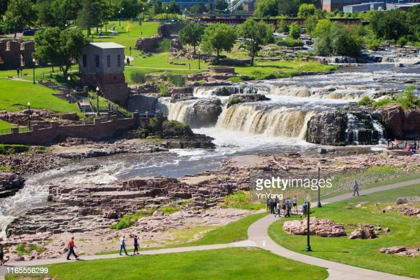 tourists in falls park waterfall in sioux falls, south dakota, usa - south dakota stock pictures, royalty-free photos & images
