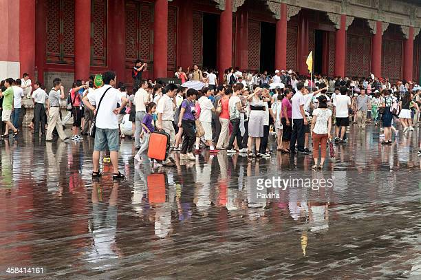 tourists in forbidden city beijing - pavliha stock photos and pictures
