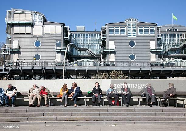 Touristen vor Gruner Jahr, Hamburg, Deutschland