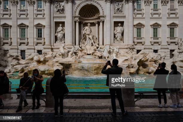 Tourists in front of the Fontana di Trevi in Rome on 12 October 2020 The data of the Covid19 positives in Rome grow to 158 in the 24 hours 72 cases...