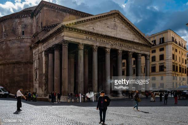 Tourists in Piazza Rotonda in front of the Pantheon in Rome on 12 October 2020 The data of the Covid19 positives in Rome grow to 158 in the 24 hours...