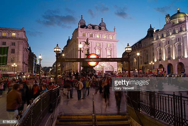 tourists in piccadilly circus at dusk - yeowell stock pictures, royalty-free photos & images