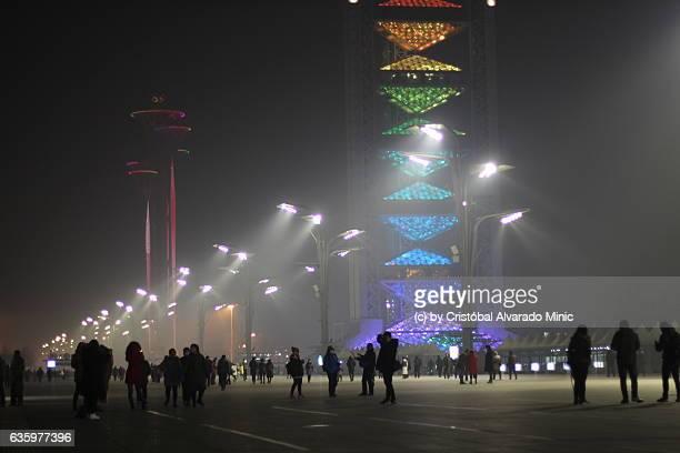 tourists in the olympic green, beijing. - stadio olimpico nazionale foto e immagini stock