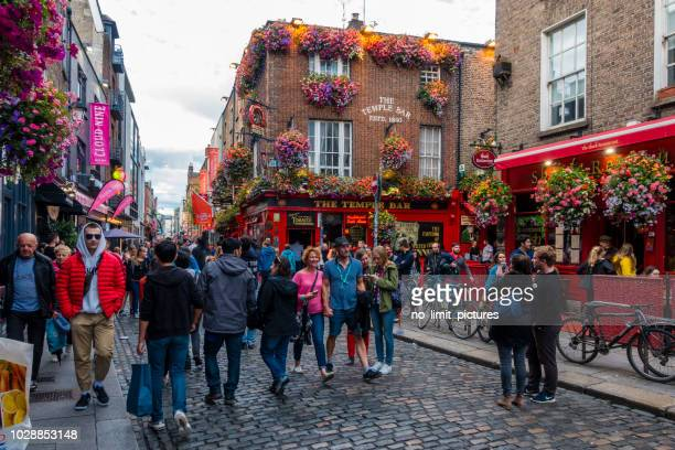 tourists in the temple bar area in dublin - temple bar dublin stock photos and pictures