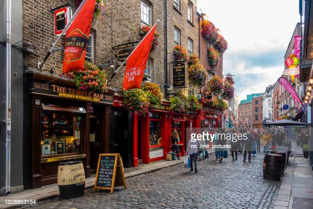 tourists in the temple bar area in dublin - dublin stock pictures, royalty-free photos & images