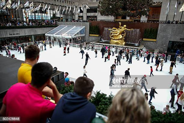 Tourists in tshirts visit the ice skating rink at Rockefeller Center on December 24 2015 in New York City New York City has seen highs in the upper...