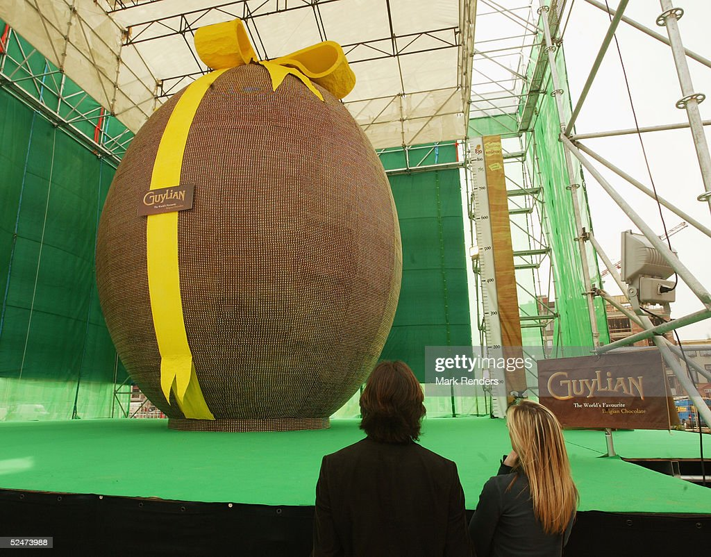 World's Biggest Easter Egg Goes On Show : Nieuwsfoto's