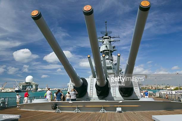 tourists looking at gun turret on battleship missouri - battleship stock pictures, royalty-free photos & images
