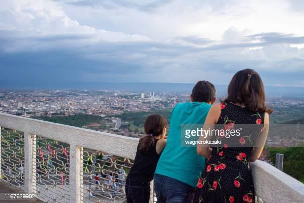 turistas que olham juazeiro faz norte da estátua de padre cicero - norte - fotografias e filmes do acervo