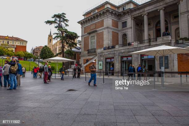 tourists near entrance of el prado museum in madrid, spain - santa barbara foto e immagini stock