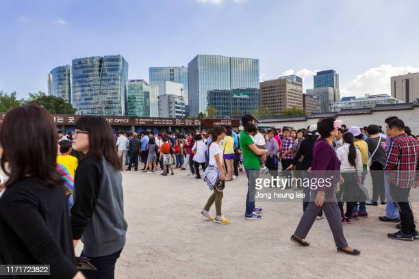 tourists of gyeongbokgung palace in seoul korea. - jong heung lee stock pictures, royalty-free photos & images