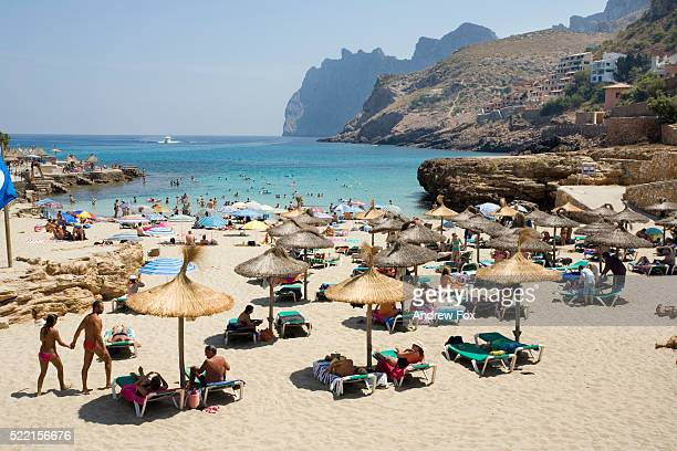 tourists on cala st. vincenc - spanien stock-fotos und bilder