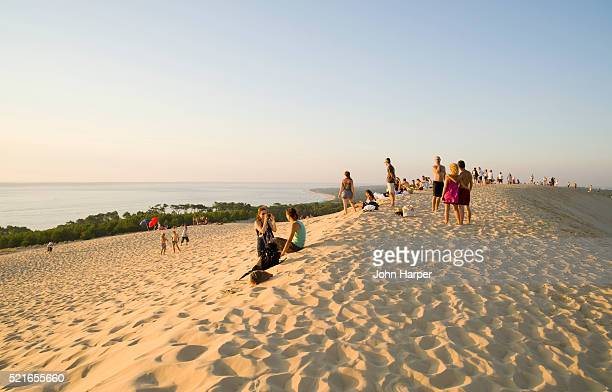 tourists on dune du pilat on the bassin d'arcachon - gironde stock pictures, royalty-free photos & images