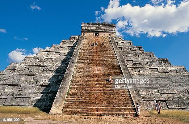 tourists on el catillo, chichen itza, yukatan, mexico - kukulkan pyramid stock photos and pictures
