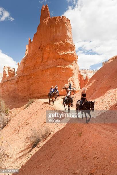 turistas na trilha de cavalos no parque nacional de bryce canyon - bryce canyon - fotografias e filmes do acervo