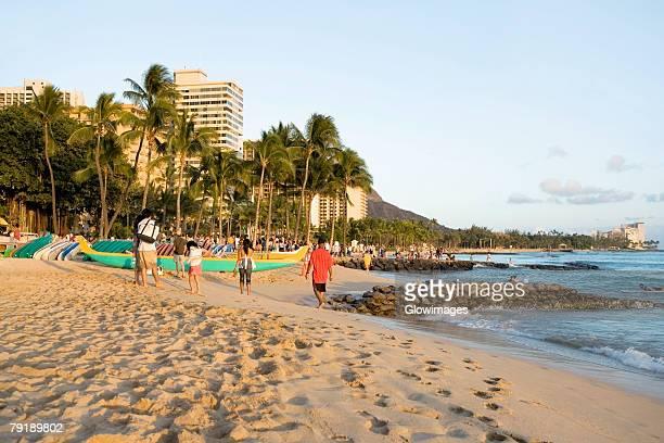 tourists on the beach, waikiki beach, honolulu, oahu, hawaii islands, usa - waikiki stock pictures, royalty-free photos & images