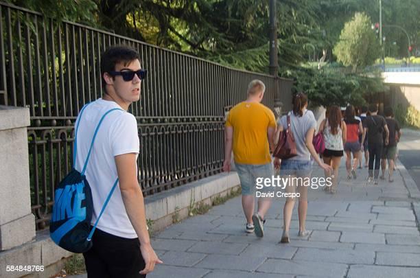 観光客  - アルムデナ大聖堂 ストックフォトと画像