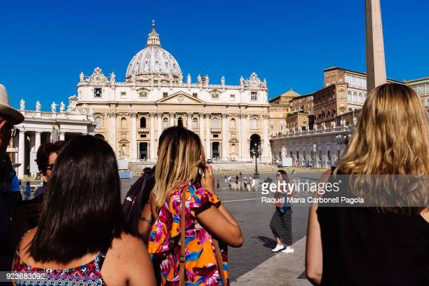 S SQUARE VATICAN CITY VATICAN Tourists queueing to enter St Peter's basilique with main façade and dome at back