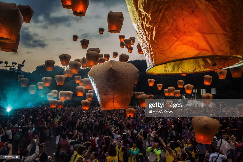 Sky Lanterns Light Up Taiwan's Tourist District